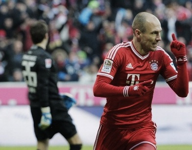 Robben Brace as Bayern Secure Bundesliga First Place